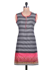 Black And White Printed Sleeveless Cotton Kurti - By