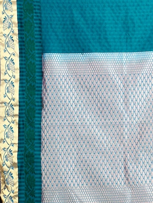 green silk kanjivaram saree with blouse - 14454329 - Standard Image - 3