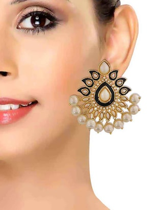 Pearl earrings - 15167229 - Standard Image - 3