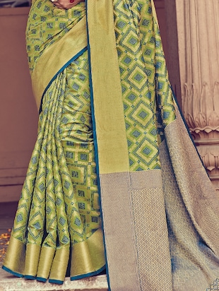 Geometrical zari woven  saree with blouse - 15176766 - Standard Image - 3