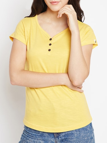 T Shirts for Women - Upto 70% Off   Buy Womens Designer Printed T ... 3c2a3bc036