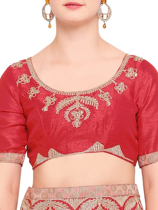 contrast embroidered border saree with blouse - 15416253 - Standard Image - 3