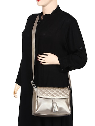 metallic leatherette (pu) regular sling bag - 15421012 - Standard Image - 6