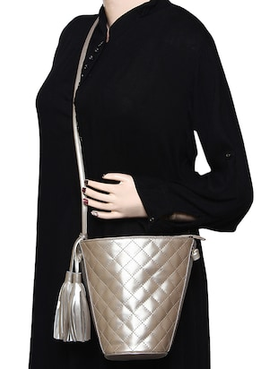 metallic leatherette (pu) regular sling bag - 15421022 - Standard Image - 6