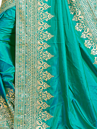 contrast thread embroidered saree with blouse - 15729738 - Standard Image - 3