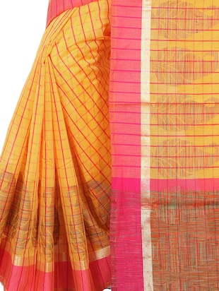 contrast border checkered woven saree with blouse - 15785311 - Standard Image - 3