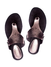 Silver Leatherette Toe Seperators Sandal - By